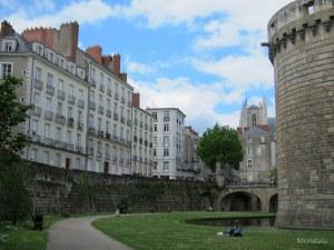 Vue sur la cathédrale, à côté du château à Nantes